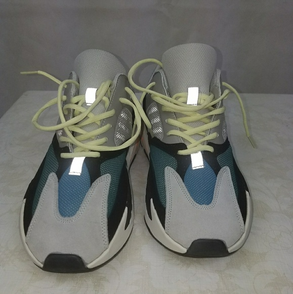 2a4736bc6 Yeezy wave runner 500. M 5ae9335ba4c485f07f5127c1